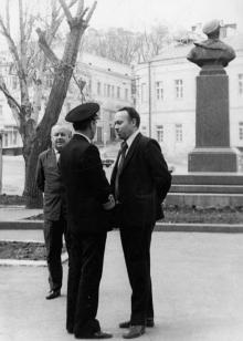 За спиной памятника Вакуленчуку. Одесса. 1980-е гг.