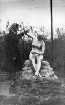 Одесса. Скульптура на спуске на пляж «Золотой берег». 1962 г.