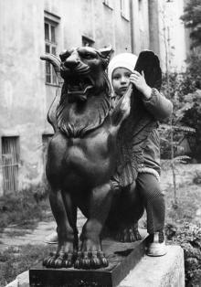 Грифон в уголке «Старая Одесса», 1990-е гг.