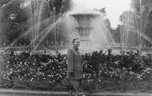 Одесса. У фонтана на площади Советской Армии. 1950-е гг.