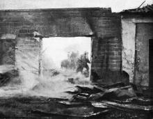 Пожарные борются с пожаром железнодорожной станции в порту. Фото в журнале «Иллюстрации», 15 июля 1905 г.