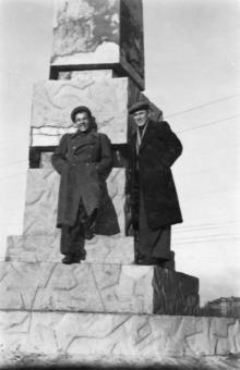 Одесса. Обелиск на братской могиле на площади им. Октябрьской революции. 1950-е гг.