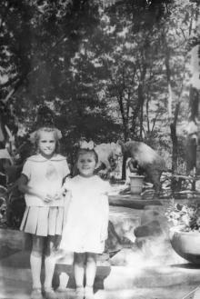 Одесса. У фонтана в «Детском секторе» ЦПКиО им. Шевченко, 1962 г.