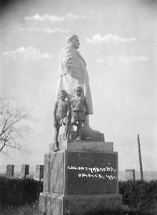 Памятник Чкалову в санатории им. товарища Чкалова. Одесса. 1940 г.