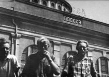 Одесса. Снимок сделан на перроне железнодорожного вокзала. 1950-е гг.