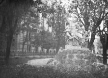 Одесса. Скульптура у дома Красной Армии. 1940 г.