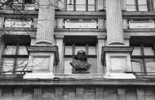 Бюст Н.И. Пирогова на здании Одесского медицинского института. 1960 г.