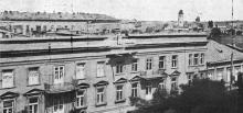 Через шесть дней после расстрела броненосцем «Князь Потемкин»: пролом в доме на Нежинской улице устраняется. Фото в журнале «Иллюстрации», 15 июля 1905 г.