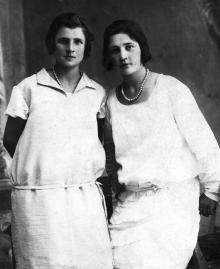Полина Шведова (справа), 1930 г.