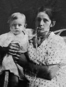 Полина Михайловна с братом Виктором. 1925 г.