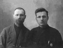 Сенчиневич Иван Петрович (справа) с отцом Петром Николаевичем Сенчиневичем. 1928 г.