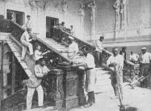 Реставрация лестницы. Фото в брошюре 1926 года «Театральная неделя». 1925 г.
