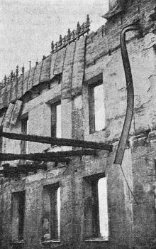 Фрагмен сгоревшего здания «Пассажа». Фото в журнале «Зодчий», январь, 1902 г.