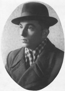 Портрет И.Ф. Демьянова в штатском (фото, посланное родителям). 21 ноября 1951 г.