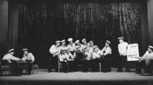 Вечер в ОВММУ. И.Ф. Демьянов слева, за игрой в шахматы. 1952 г.