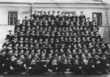 Выпускное фото ОВММУ. И.Ф. Демьянов — в центре. 1953 г.