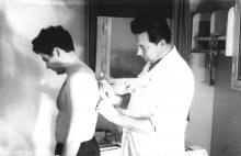 И.Ф. Демьянов осматривает моряка. 1970 г.