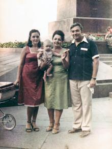 И.Ф. Демьянов с женой Галиной, дочерью Людмилой и внучкой Ольгой. Июнь, 1981 г.