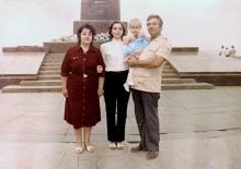 И.Ф. Демьянов с женой Галиной, дочерью Людмилой и внучкой Ольгой. Июнь, 1982 г.