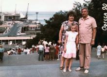 И.Ф. Демьянов с женой Галиной и внучкой Ольгой. 1990 г.