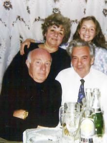 И.Ф. Демьянов с женой Галиной,  внучкой Ольгой и другом Михаилом Загорским. 1992 г.