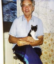 И.Ф. Демьянов дома с котом Кузьмой. 1995 г.