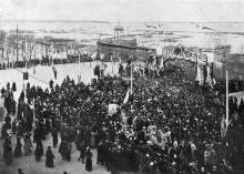 Торжественная встреча героев Чемульпо в Одессе, на лестнице Николаевского бульвара 19 марта. Фото И. Шнейдера в журнале «Нива». 1904 г.