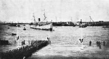 Прибытие парохода «Малайя» с героями Чемульпо в Одесский порт 19 марта. Фото И. Шнейдера в журнале «Нива». 1904 г.