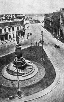 Одесса. Памятник К. Марксу на площади К. Маркса. Фото А. Шайхета. 1936 г.