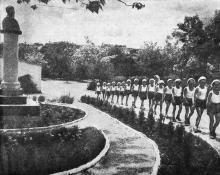 Одесса. Дети из санатория имени Крупской на прогулке. Фото В. Шайхета. 1936 г.
