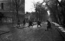 Одесса. Покровский переулок. Слева забор комендатуры, за ним корпус 119-й школы. 1970-е гг.