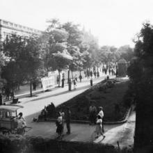 Одесса. Вид на Дерибасовскую улицу и Пассаж. 1943 г.