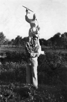 Скульптура «Летчица» в парке им. Ильича. Одесса. 1951 г.