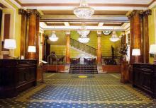 Холл гостиницы «Лондонская». Фотография в брошюре «Гостиницы Одессы». 2005 г.
