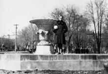 Одесса. Фонтан в сквере на площади Советской Армии. Слева виден памятник Сталину. 1950-е гг.