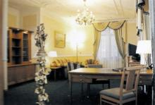 Интерьер гостиницы «Моцарт». Фотография в брошюре «Гостиницы Одессы». 2005 г.