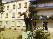Скульптура Ленина на территории дома творчества УТО. Одесса, июль, 2013 г.