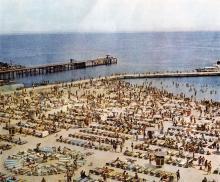 Пляж на 10-й станции Б. Фонтана. Фотография в буклете одесских ресторанов. 1970-е гг.