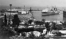 Встреча китобазы «Слава» на морском вокзале Одесского порта. 1950-е гг.