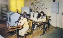 В центральной научно-технической библиотеке ОЦНТИ. Фото Е.М. Лисаветского в буклете ОЦНТИ. Одесса. 1985 г.