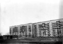 Ул. Добровольского, 67/69, первая многоэтажка на въезде в пос. Котовского