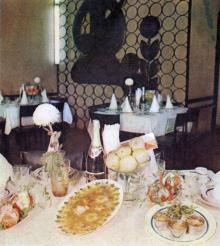 В ресторане «Украина». Фотография в буклете одесских ресторанов. 1970-е гг.