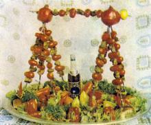 Фирменные блюда ресторана «Море». Фотография в буклете одесских ресторанов. 1970-е гг.