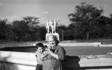 Одесса. Скульптура «Дружба народов» в парке им. Шевченко. Фото В.А. Чарнецкого. 1970-е гг.
