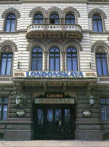 Гостиница «Лондонская». Фотография из набора «Одесса», изданного фирмой «Летописец». 1996 г.