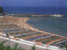 Пляж в Аркадии. Фотография из набора «Одесса», изданного фирмой «Летописец». 1996 г.
