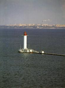Маяк. Фотография из набора «Одесса», изданного фирмой «Летописец». 1996 г.