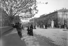 Дерибасовская угол Преображенской, справа дом Крамарева (на месте будущего Пассажа), 1897 г.