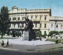 Памятник героям восстания на броненосце «Потемкин». Фото в туристской схеме «Одесса и ее окрестности». 1972 г.
