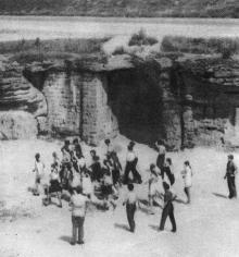 Вход в катакомбы. Фото в туристской схеме «Одесса и ее окрестности». 1972 г.